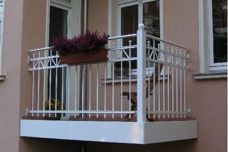 franzoesischer Balkon verzinkt beschichtet weiss